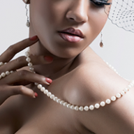 lady wearing a pearl necklace